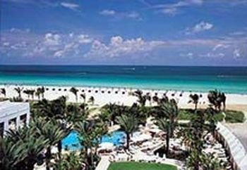 Atlantic Ocean And Beach Adjacent Lincoln Road Mall 3 Blocks Miami Convention Center 4 New World Symphony South 0 5 Mile